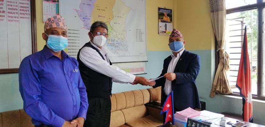 नेपाली कांग्रेस कास्की निर्णयबारे जानकारी गराउदै नेका कास्की सचिब देबेन्द्र रानाभाट